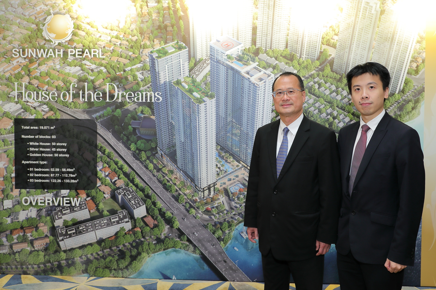Dr Jonathan Choi (left) & Mr Johnson Choi (right) officiated the Sunwah Pearl Project Launch in Hong Kong
